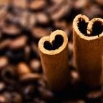 咖啡和肉桂棒 — 图库照片