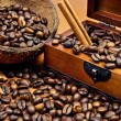 Coffee beans and cinnamon sticks — Stock Photo