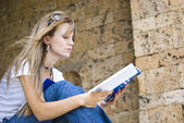 Beautiful young woman reading book — Stock Photo
