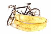 Speelgoed fiets en bananen — Stockfoto