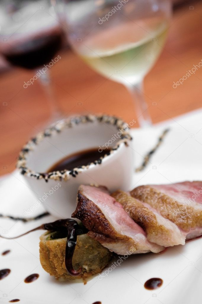 Pork with mole and tree chili for tasting with red and white wine — Stock Photo #1556730