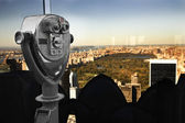 Binoculars overlooking Manhattan — Stock Photo