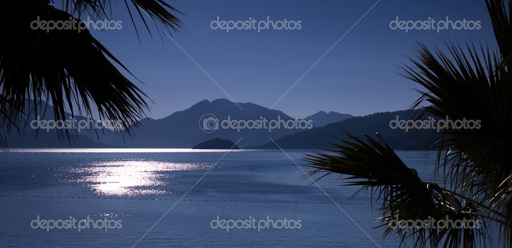 Panorama of gulf sunrise with many islands framed with palm trees — Stock Photo #1565117