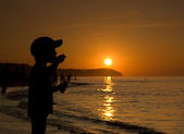 Silhouette of child at sunset — Stock Photo