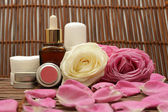 Cosmetics and roses — Stock Photo