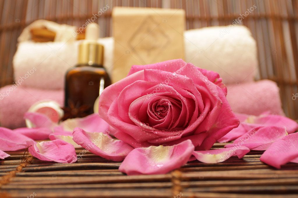 Spa background with rose, cosmetics, accessories — Stock Photo #1577212