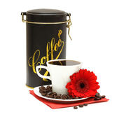 Black coffee and red flower — Stock Photo
