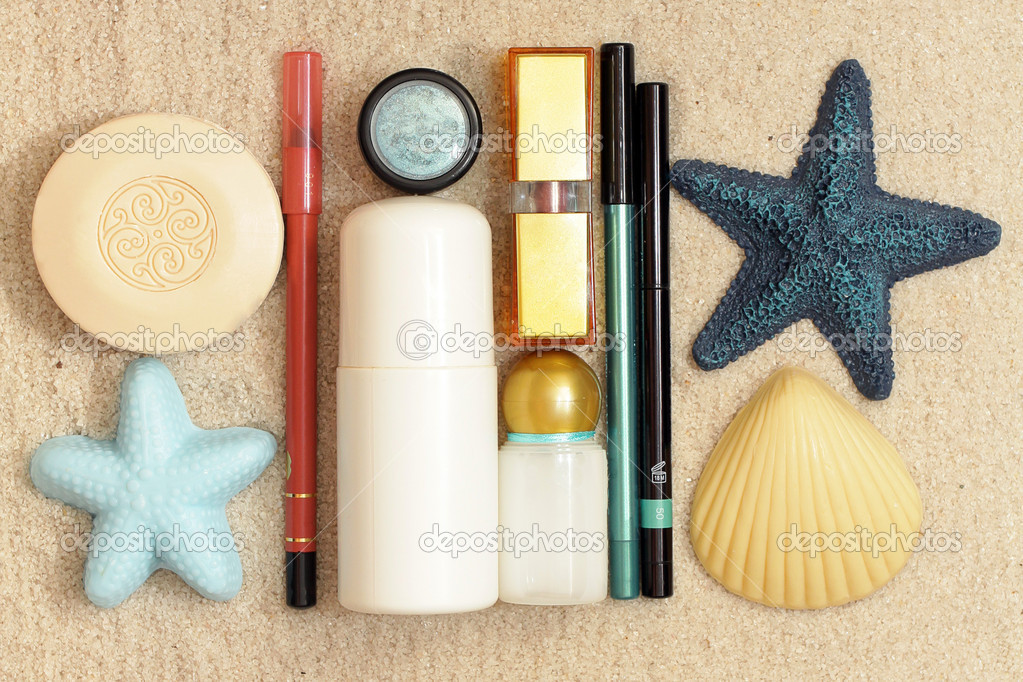Cosmetics on the white sands of the sea — Stock Photo #1659172