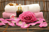 Pink rose and spa — Stock Photo