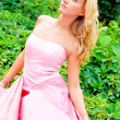 A young woman in a pink dresses — Stock fotografie