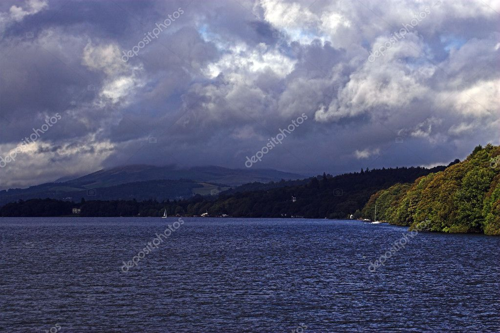 A storm gathers over Lake Windemere — Stock Photo #1733256
