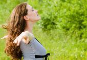 Girl enjoying summer — Stock Photo