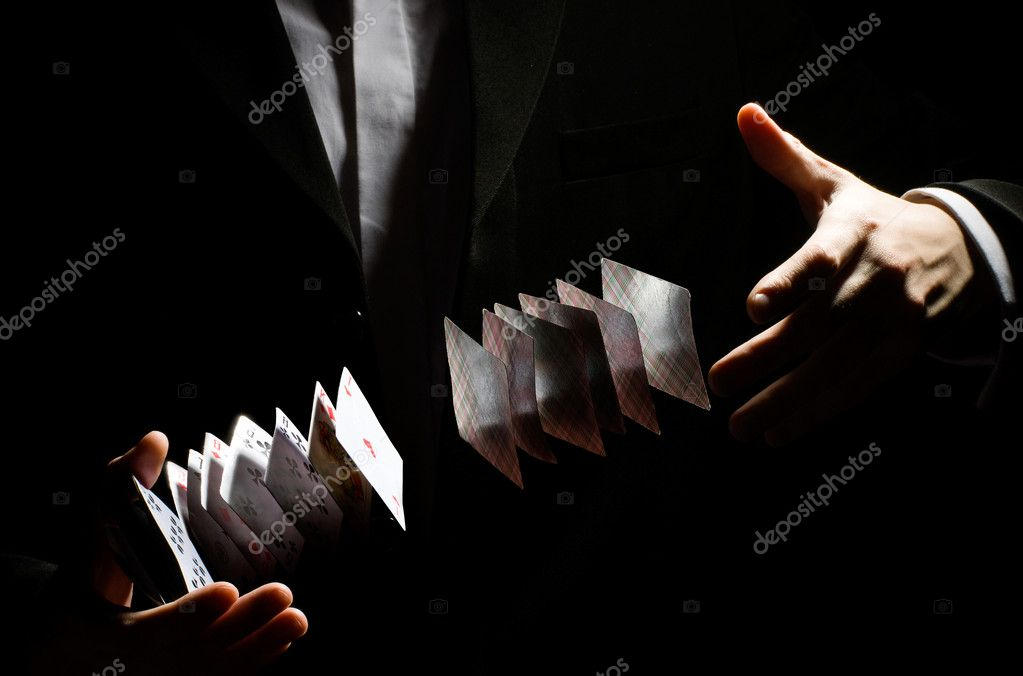 A man showing a playing-card trick — Stock Photo #1745520