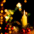 kaars met kerstboom decoratie — Stockfoto