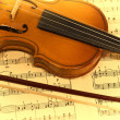 Old violin and musical notes — Stock Photo