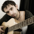 Young man with a guitar — Stockfoto