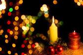 Candela con decorazione dell'albero di natale — Foto Stock