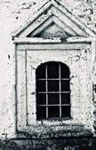 Window in old brick building — Stock Photo