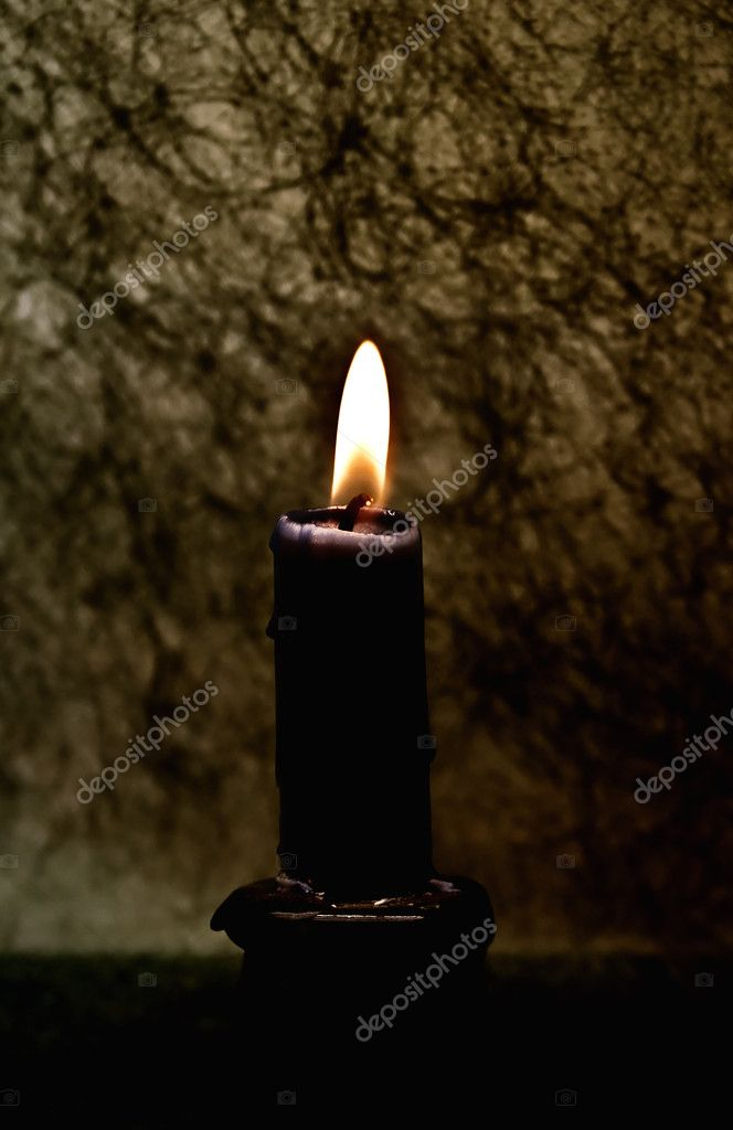Candle against a dark background — Stock Photo #1600281