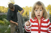 Village children repaired a bicycle. — Stock Photo
