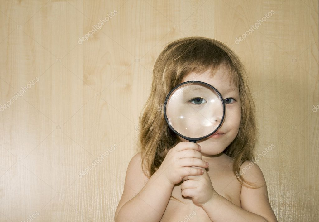 Little girl with big magnifier look for something — Stock Photo #1598136