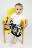Rapaz sentado na cadeira — Fotografia Stock