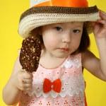 menina com sorvete — Foto Stock