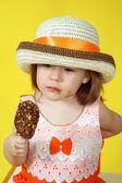 Chica con helado — Foto de Stock