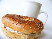 Bagel and coffee — Stock Photo