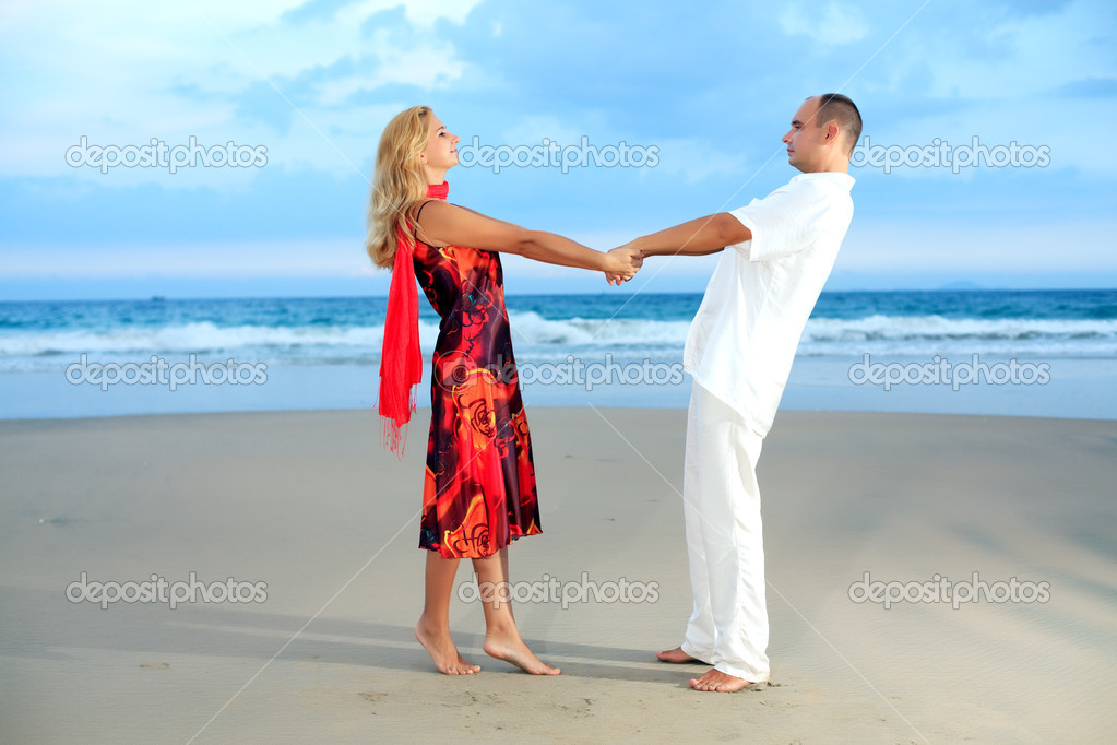 Young loving couple have a fun on the beach — Stock Photo #1630538