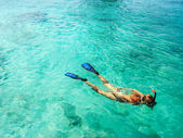 Young woman is snorkeling in tropical lagoon — Stock Photo