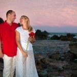 Young couple near the ocean — Stock Photo