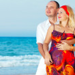 Loving couple near the ocean — Stock Photo