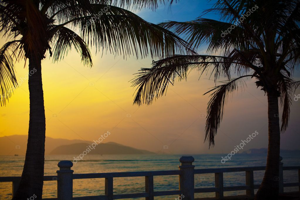 Beautiful sunrise over the ocean — Stock Photo #2565277