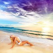 Sunbathing at sunrise — Stock Photo