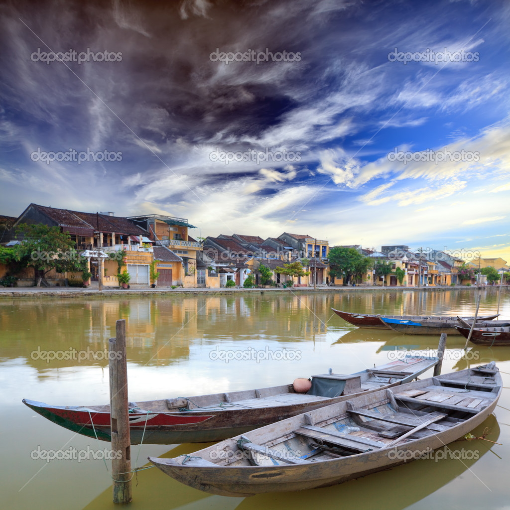 View on the old town of Hoi An from the river. Boats in the foreground. Vietnam — Stock Photo #2575917