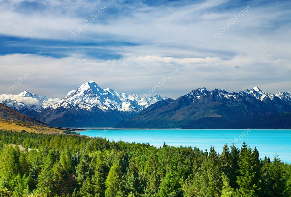 Mount Cook and Pukaki lake, New Zealand — Stock Photo #1582071