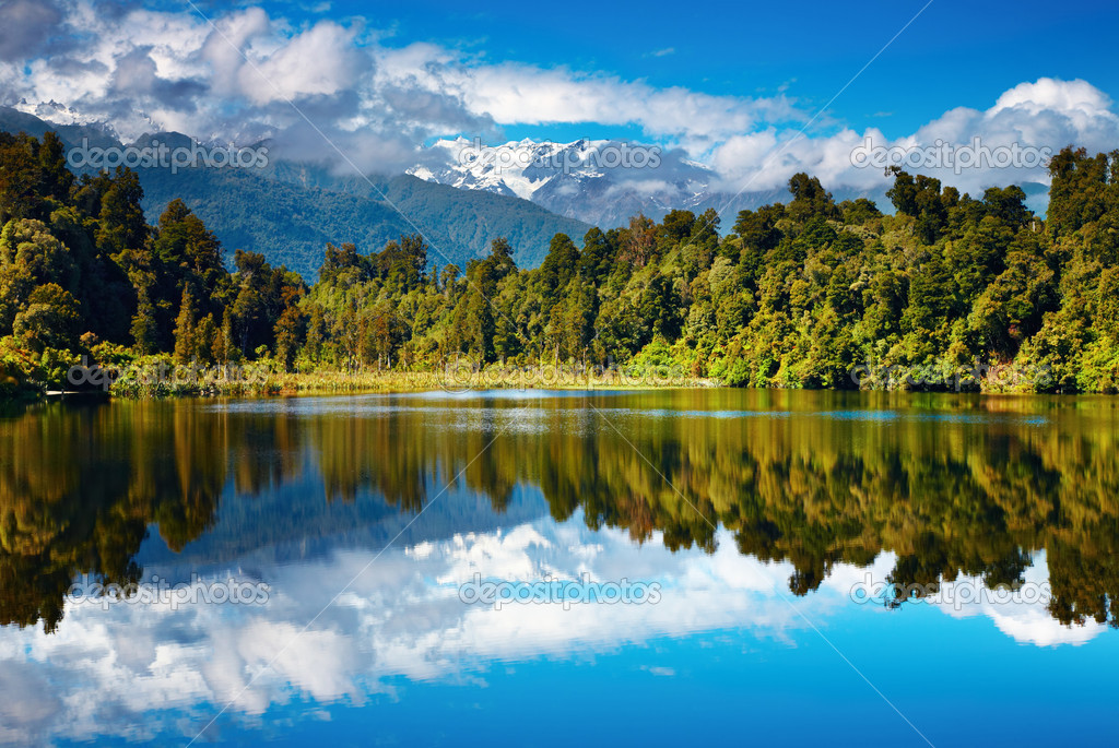 Beautiful lake, Southern Alps, New Zealand — Stock Photo #1593082