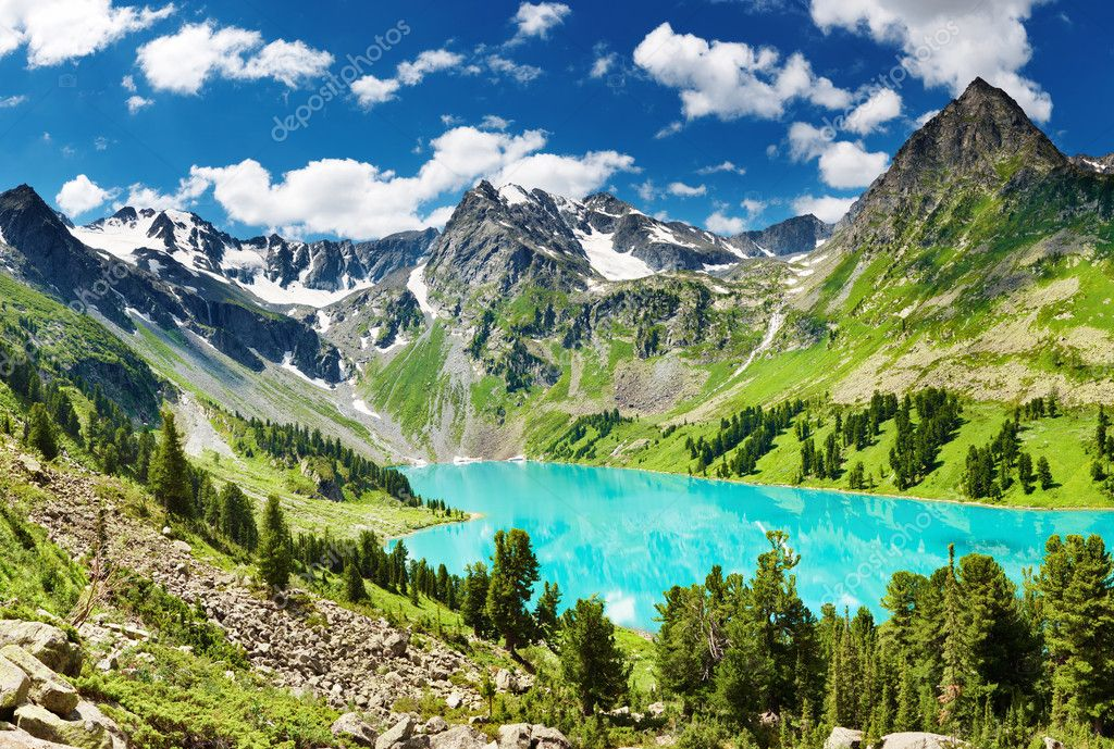 Beautiful turquoise lake in Altai mountains — Stock Photo #1593654