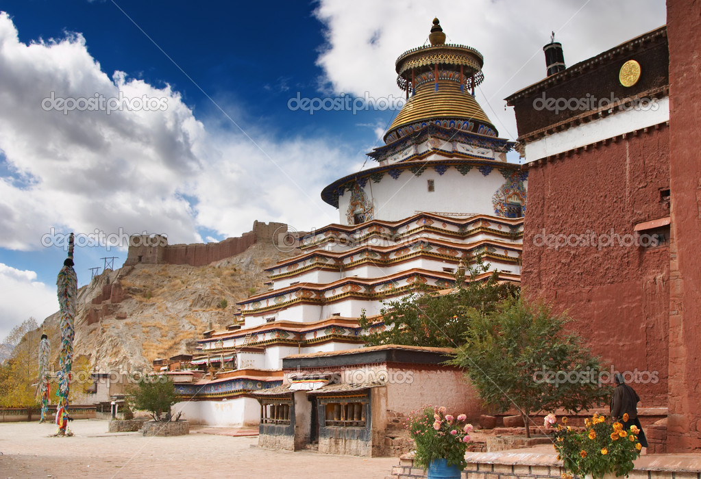 Ancient stupa Kumbum in Pelkhor Chode monastery. Gyantse, Tibet — Stock Photo #1608707