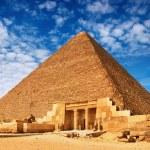 Egyptian pyramid — Stock Photo
