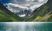 Mountain lake — Stock Photo