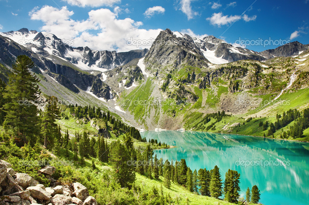 Beautiful turquoise lake in Altai mountains — Stok fotoğraf #1621719