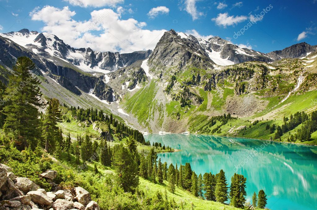 Beautiful turquoise lake in Altai mountains — Stock Photo #1621719