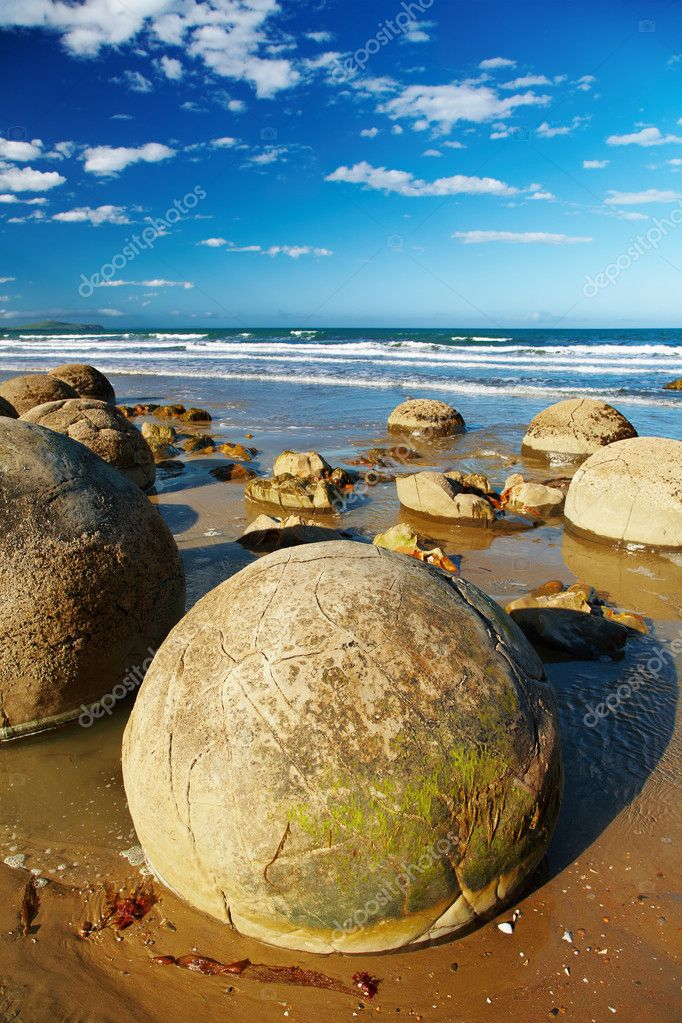Famous Moeraki Boulders, natural phenomenon, New Zealand — Stock Photo #1699955