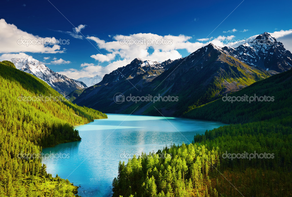 Beautiful turquoise lake Kucherlinskoe in Altai mountains — Stock Photo #1700747