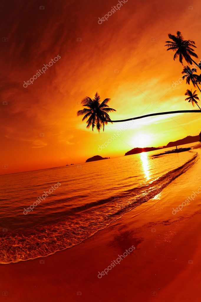 Tropical beach at sunset, Mak island, Thailand — Stock Photo #2297607