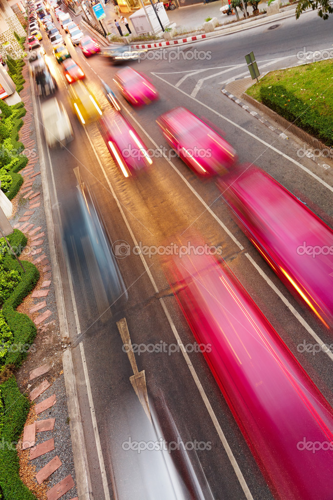 Street traffic, cars with motion blur — Zdjęcie stockowe #2516555