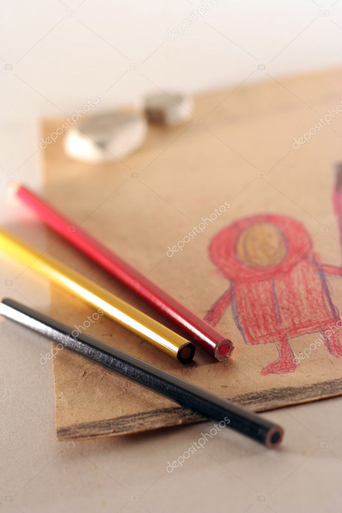 The still life photo of children's drawing and coloured pencils — Stock Photo #2378210