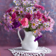 Bouquet of flowers in a white jug — Stockfoto